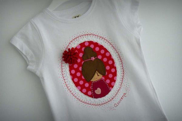 camiseta fieltro personalizada artesania hecho a mano camafeo pompom tonos rojo-002