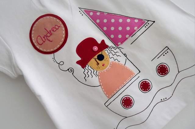 camiseta artesanal personalizada a mano pirata chico y pirata chica-002