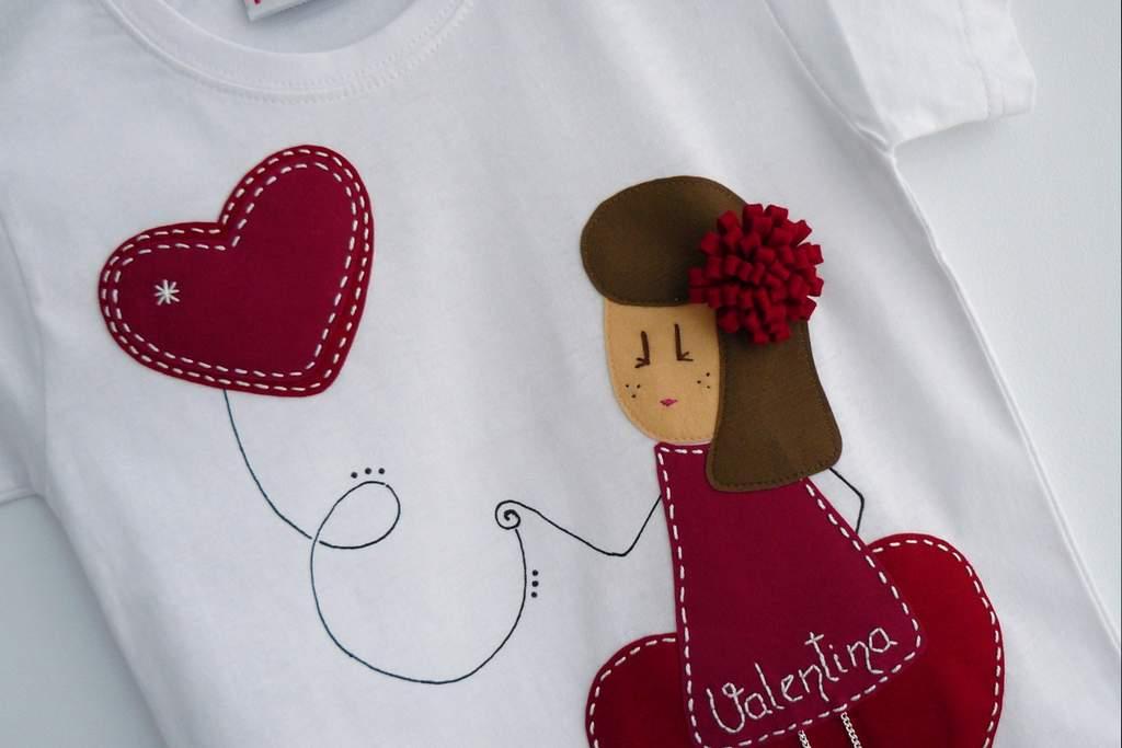camiseta fieltro personalizada artesania hecho a mano nina enamorada-001
