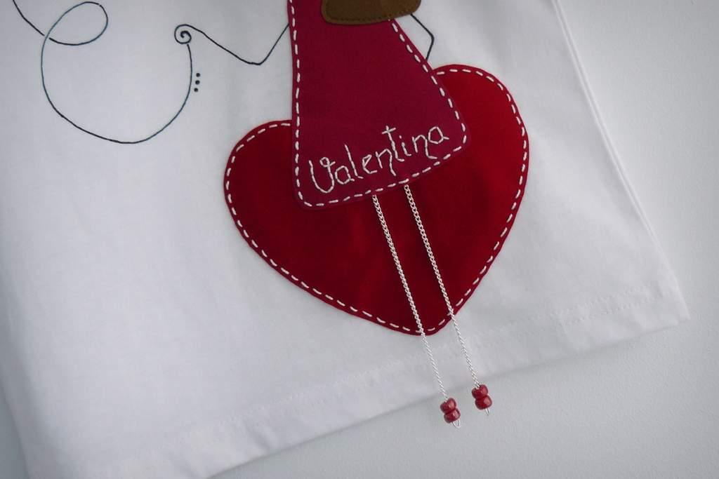 camiseta fieltro personalizada artesania hecho a mano nina enamorada-002