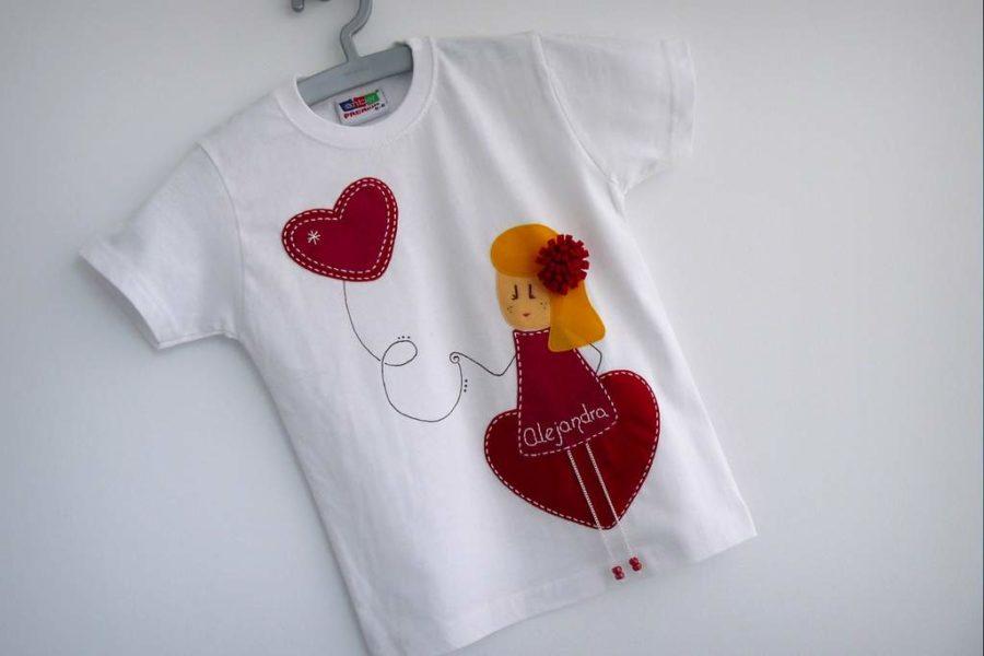 camiseta fieltro personalizada artesania hecho a mano nina enamorada-003