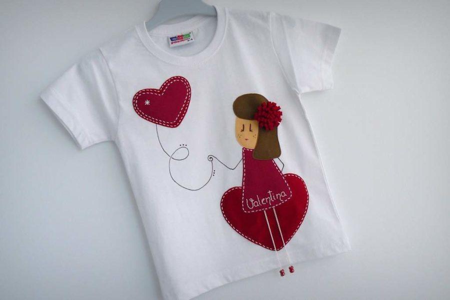 camiseta fieltro personalizada artesania hecho a mano nina enamorada