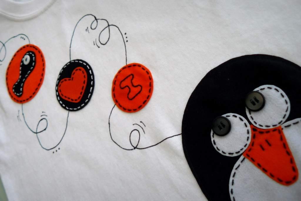 camiseta fieltro personalizada artesania hecho a mano penguin love 002