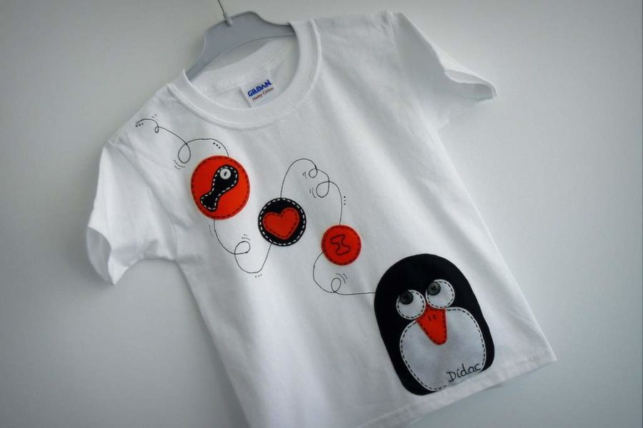 camiseta fieltro personalizada artesania hecho a mano penguin love