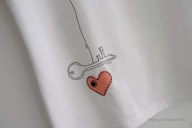 camiseta artesanal donde esta la llave rosa punt a punt 002-001