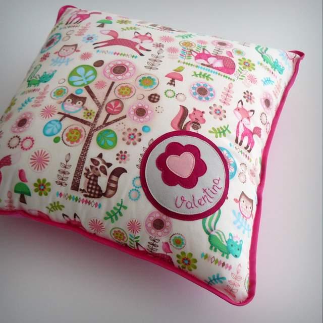cojin y almohada personalizada para habitación infantil artesanal 001