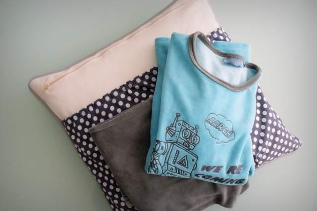 funda cojin personalizado bolsillo guarda pijama-002