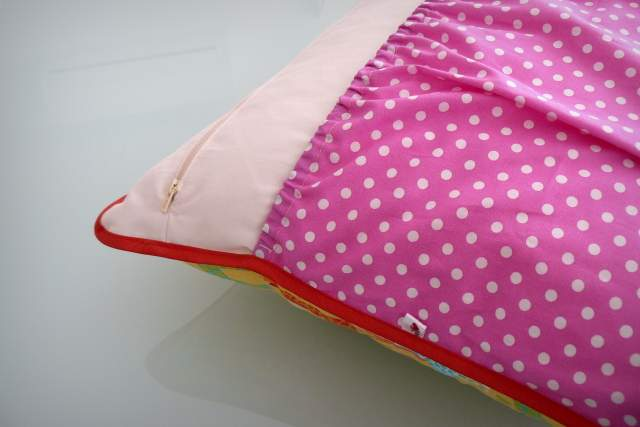 funda cojin personalizado bolsillo guarda pijama-010