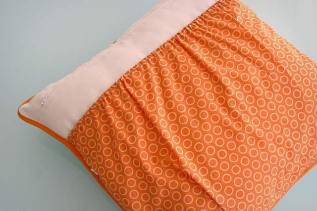 funda cojin personalizado bolsillo guarda pijama-014