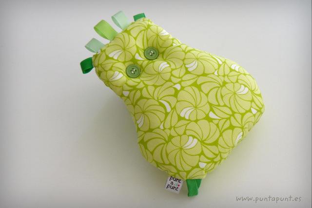 peluche-personalizado-artesanal-fluffy-en-tonos-verde-punt-a-punt-001
