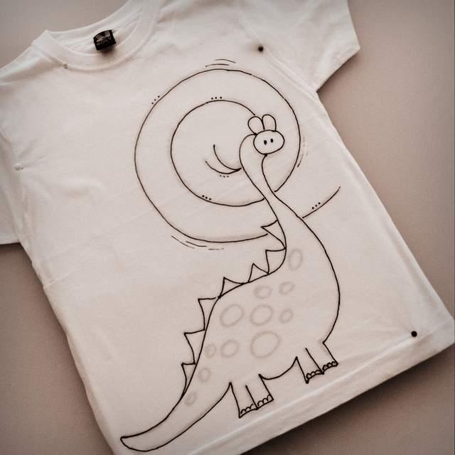 boceto camiseta love dinosaurios punt a punt
