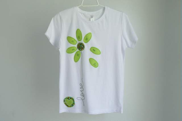 camiseta personalizada artesanal bordada a mano-016