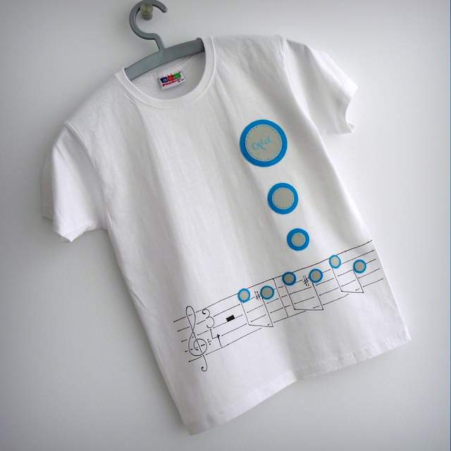 camiseta artesanal personalizada feel the music punt a punt