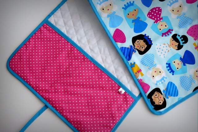 set infantil personalizado bebe capa de ducha cambiador neceser princesas-004