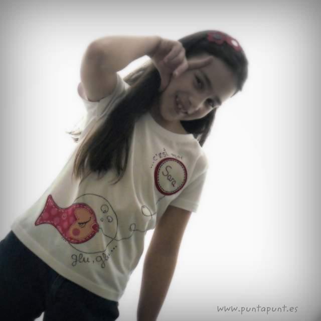 camiseta personalizada artesanal glu glu rojo punt a punt-003