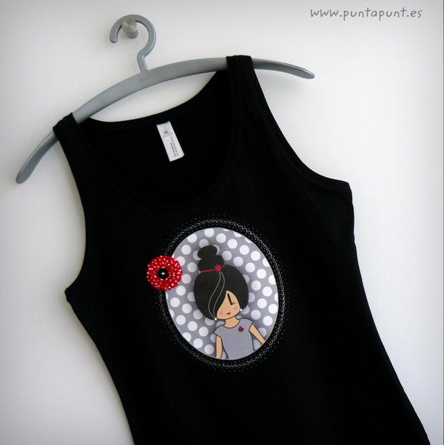 camiseta tirantes negra con modelo pepetta gris punt a punt