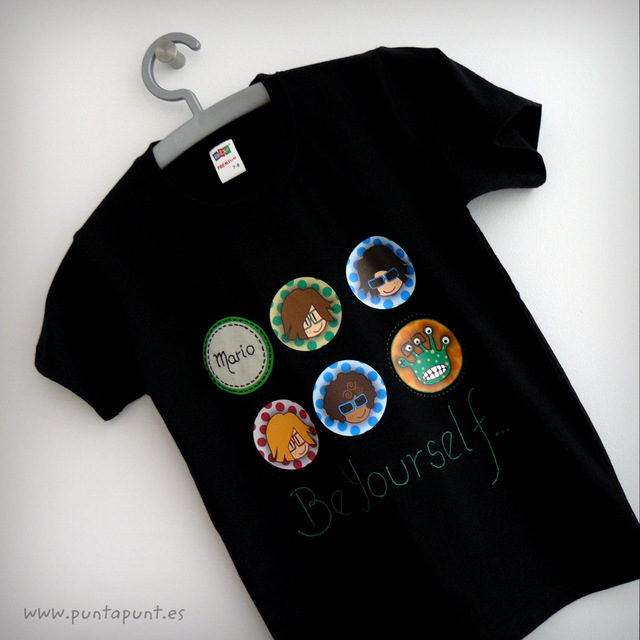 camiseta personalizada be yourself negra mario punt a punt-001