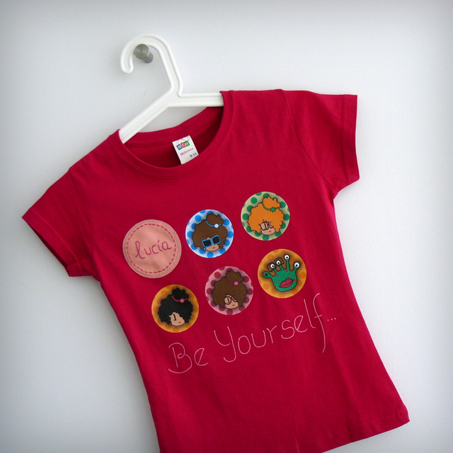 camiseta personalizada chica fucsia be yourself punt a punt-001
