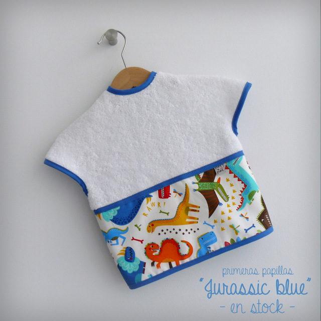 babero-infantil-primeras-papillas-jurassic-blue-en-stock-punt-a-punt