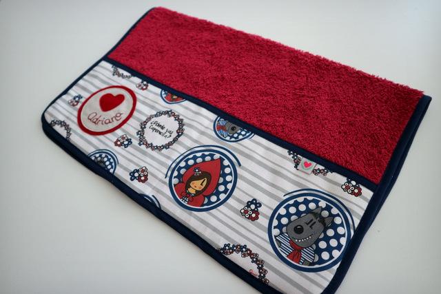 toalla escolar de color personalizada punt a punt-001