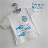 camiseta-artesanal-personalizada-love-is-in-the-sea-punt-a-punt